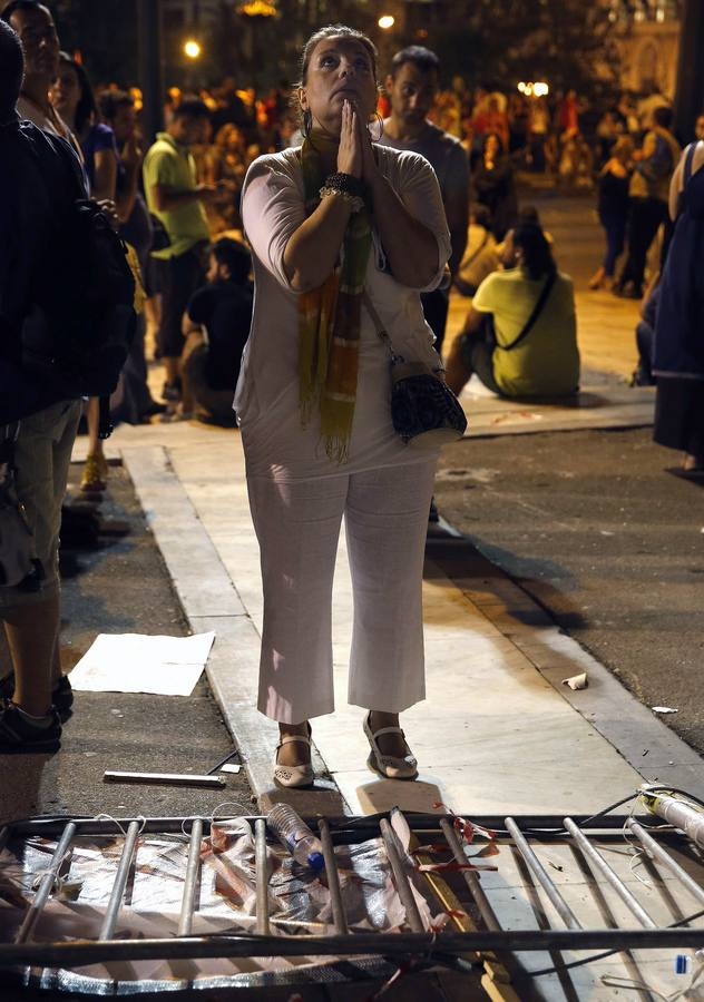 La 'troika' obliga a Grecia a aprobar nuevos recortes