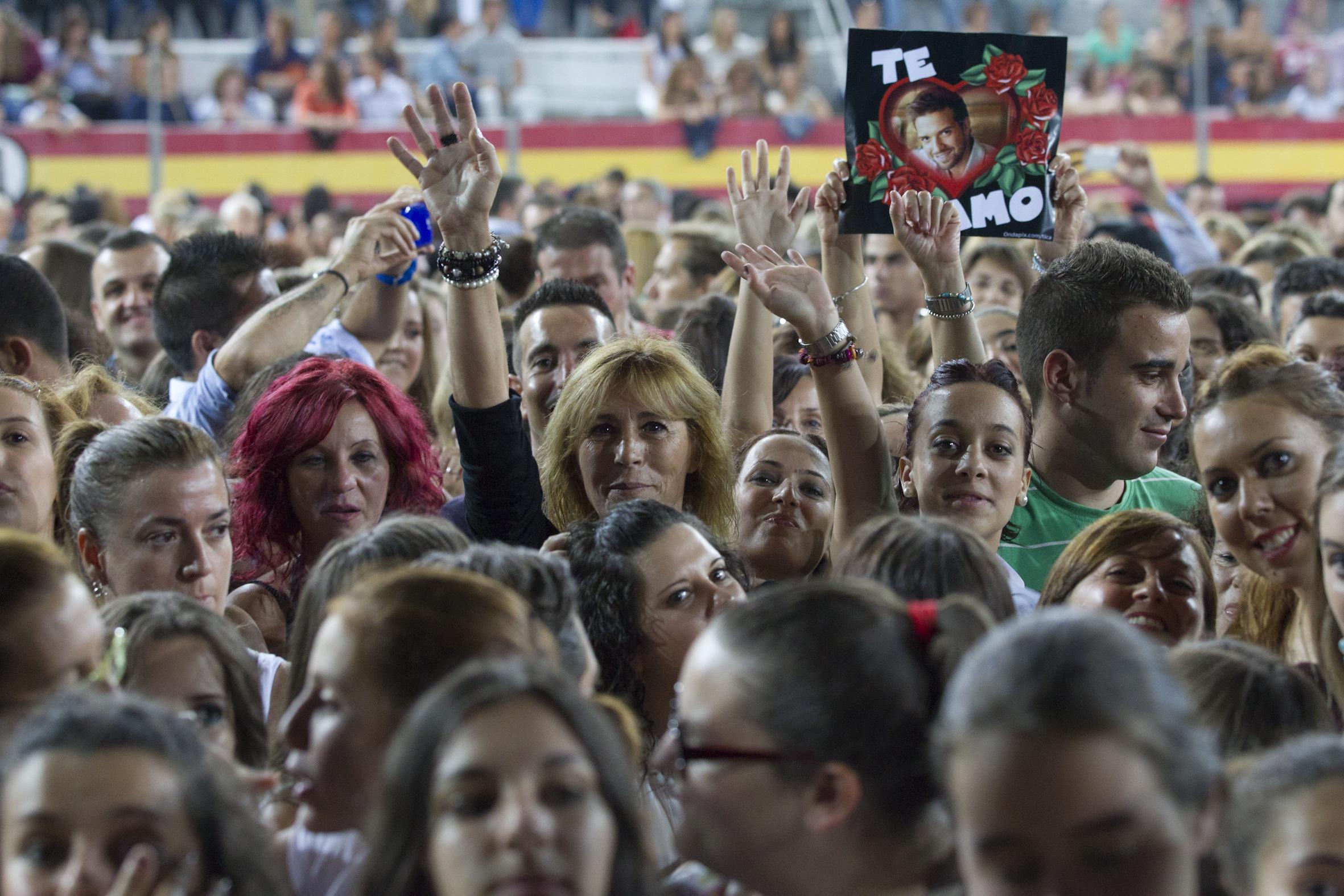 El mejor ambiente en el concierto de Pablo Alborán en Granada (II)
