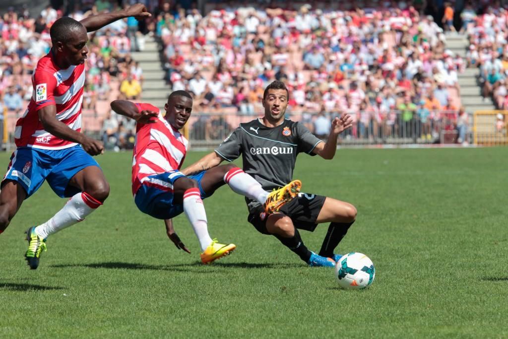 Las imágenes del partido entre el Granada CF y el RCD Espanyol (3)