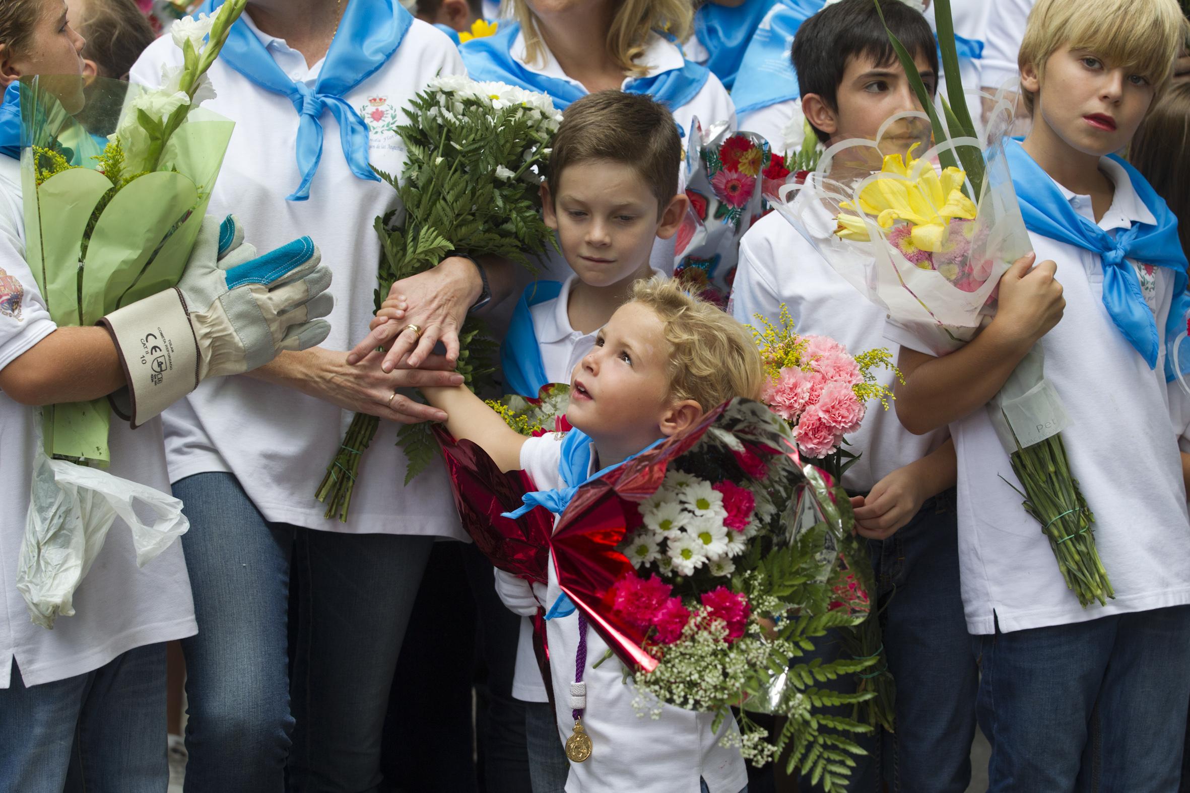 La ofrenda floral a la Virgen de las Angustias (III)