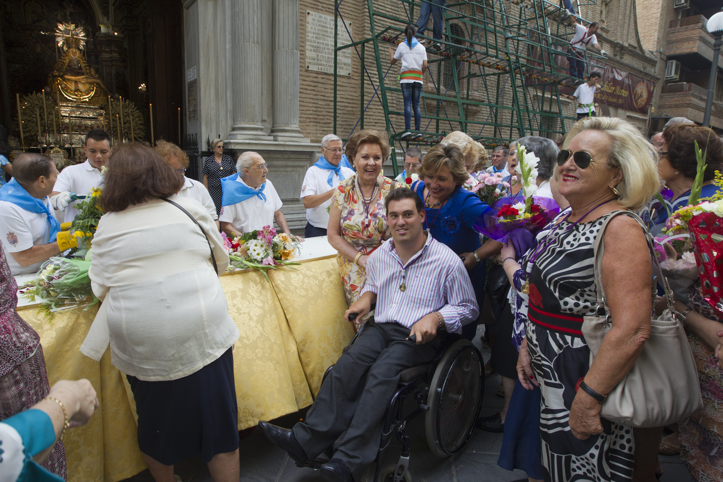 La ofrenda floral a la Virgen de las Angustias (IV)
