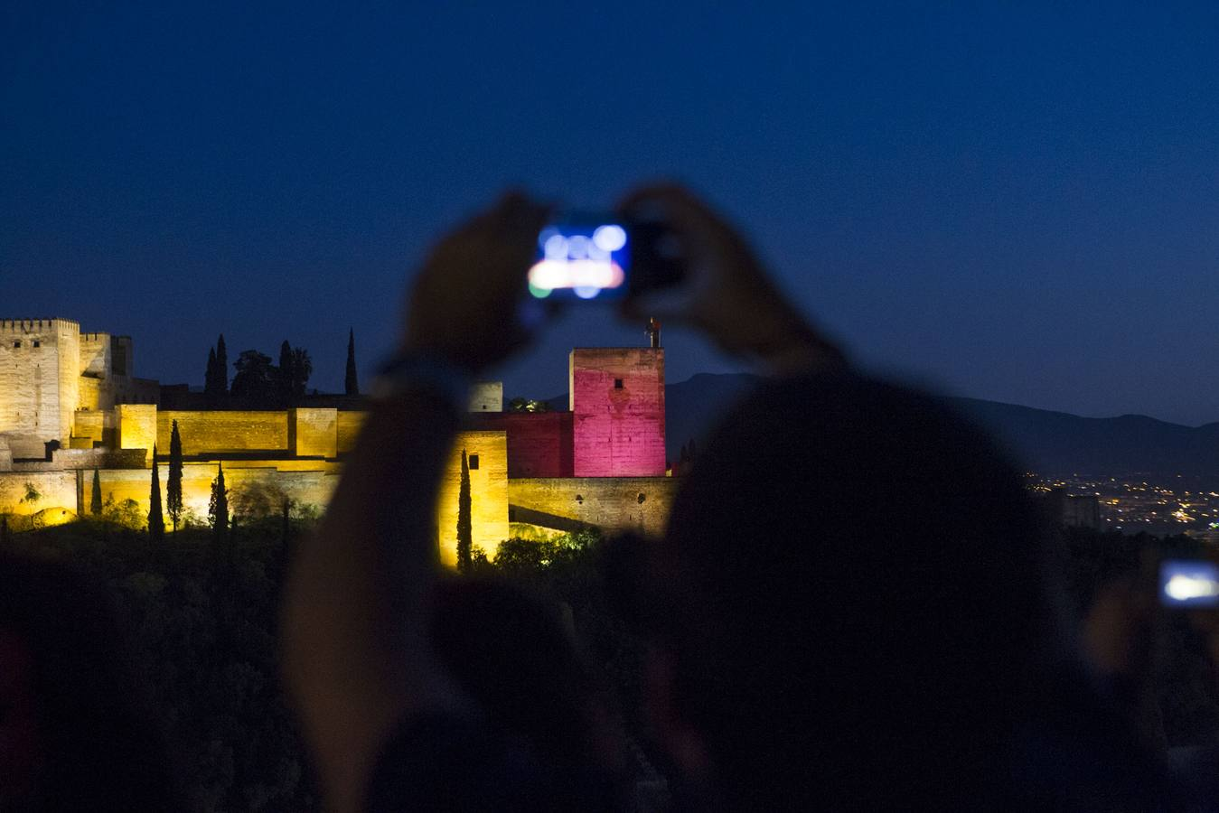 Y la Alhambra se vistió de rosa