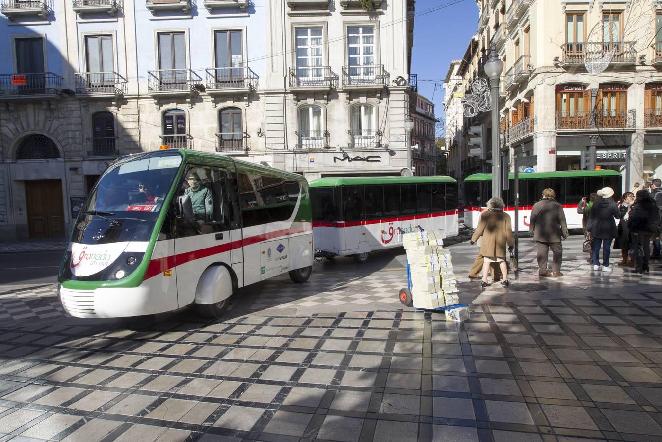 El tren turístico a la Alhambra se presenta en Granada